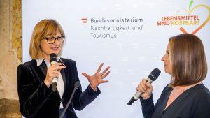 Bundesministerin Maria Patek im Talk mit Barbara Stöckl