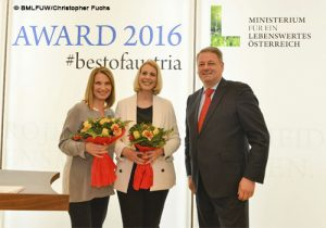 Moderatorin Barbara Stöckl mit BM Rupprechter und STS Steßl beim Viktualia-Award 2016